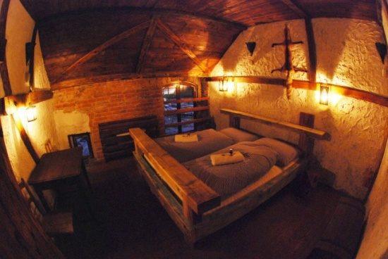 stredoveky-hotel-detenice